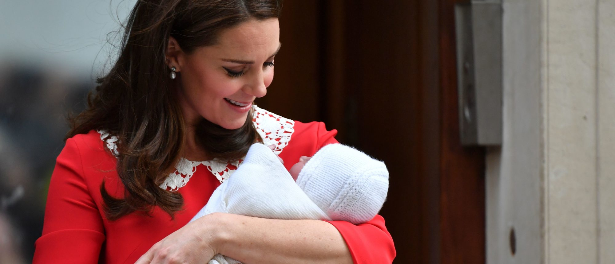 Britain's Catherine, Duchess of Cambridge looks at her newly-born son, her third child, on the steps of the Lindo Wing at St Mary's Hospital in central London, on April 23, 2018. (Photo: BEN STANSALL/AFP/Getty Images)