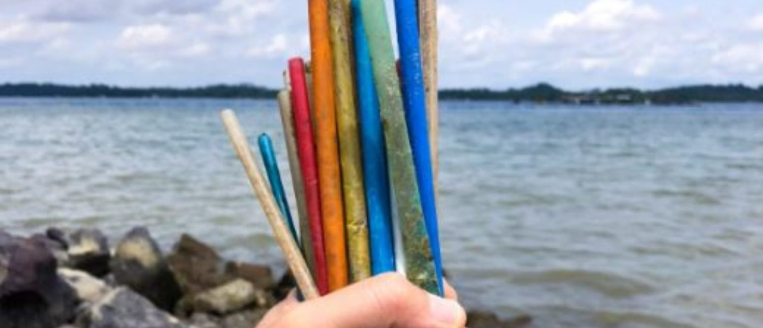 The U.K. will become the first country to ban plastic straws in hopes of saving the environment from plastic waste. (Photo: Sutterstock/Loretta Sze)