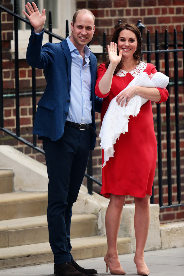 Prince William, Duke of Cambridge and Catherine, Duchess of Cambridge, pose for photographers with their newborn baby boy outside the Lindo Wing of St Mary's Hospital on April 23, 2018 in London, England. The Duke and Duchess of Cambridge's third child was born this morning at 11:01, weighing 8lbs 7oz.  (Photo by Jack Taylor/Getty Images)