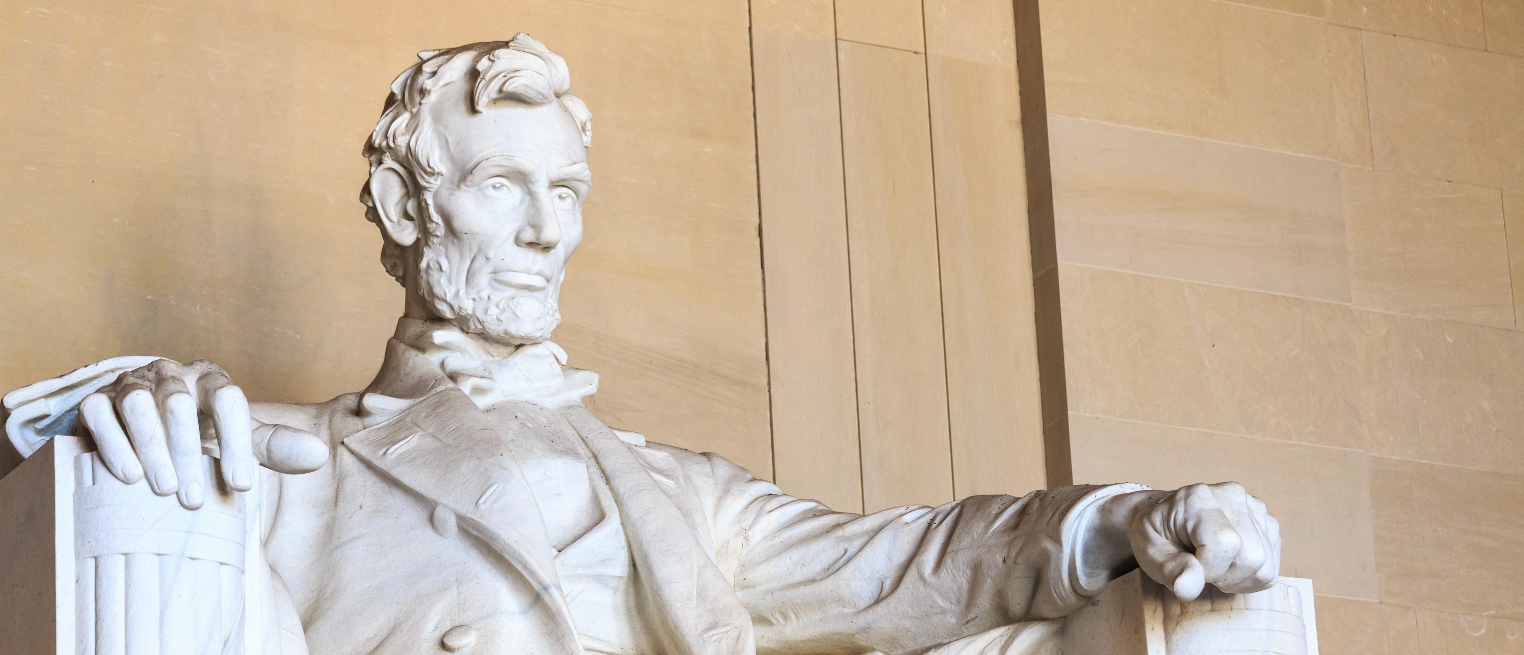 Abraham Lincoln monument in Washington, DC. Shutterstock