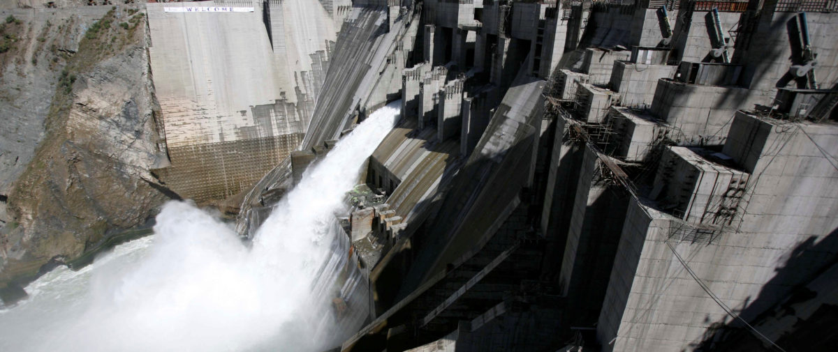 A general view of a newly inaugurated 450-megawatt hydropower project located at Baglihar Dam on the Chenab river which flows from Indian Kashmir into Pakistan, is seen at Chanderkote, about 145 km (90 miles) north of Jammu, October 10, 2008. REUTERS/Amit Gupta/File Photo