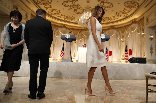 U.S. first lady Melania Trump and Akie Abe (L), wife of Japanese Prime Minister Shinzo Abe, arrive to attend a joint press conference held by U.S. President Donald Trump and Prime Minister Shinzo Abe at Trump's Mar-a-Lago estate in Palm Beach, Florida, U.S., April 18, 2018. REUTERS/Kevin Lamarque - HP1EE4I1Q77RP