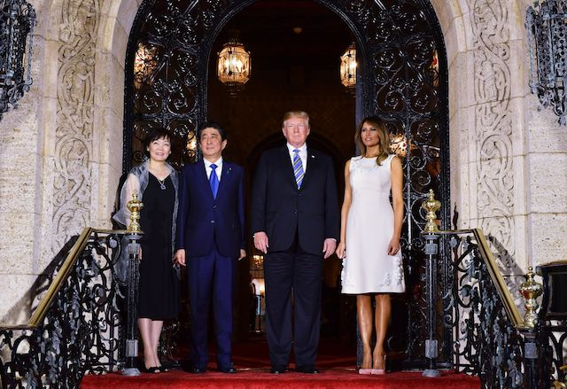 US President Donald Trump and First Lady Melania Trump greet Japan's Prime Minister Shinzo Abe and his wife Akie Abe ahead of a dinner at Trump's Mar-a-Lago estate in Palm Beach, Florida on April 18, 2018. / AFP PHOTO / MANDEL NGAN        (Photo credit should read MANDEL NGAN/AFP/Getty Images)