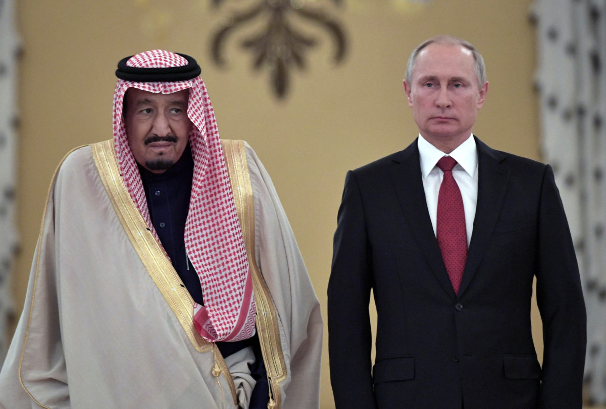 Russian President Vladimir Putin (R) and Saudi Arabia's King Salman attend a welcoming ceremony ahead of their talks in the Kremlin in Moscow, Russia October 5, 2017. Sputnik/Alexei Nikolsky/Kremlin via REUTERS | Russia And OPEC Want An Alliance On Oil