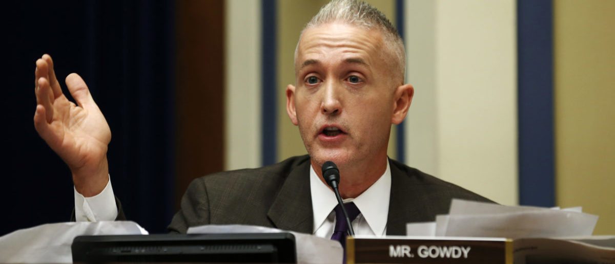 """Representative Trey Gowdy (R-SC) questions U.S. Secret Service Director Julia Pierson during the House Oversight and Government Reform Committee hearing on """"White House Perimeter Breach: New Concerns about the Secret Service"""" on Capitol Hill in Washington September 30, 2014. U.S. lawmakers scolded the head of the U.S. Secret Service on Tuesday over a security breach that allowed a knife-wielding intruder to run deep into the White House, and Director Julia Pierson promised them it would never happen again. REUTERS/Kevin Lamarque 
