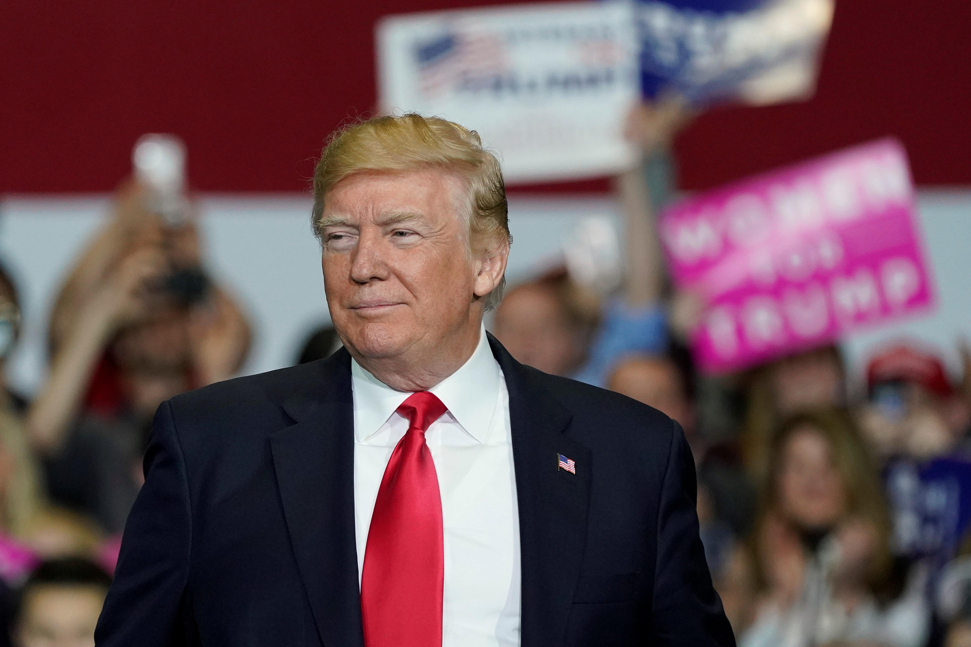 U.S. President Donald Trump arrives to speak at a Make America Great Again Rally in Washington, Michigan April 28, 2018. (REUTERS/Joshua Roberts)