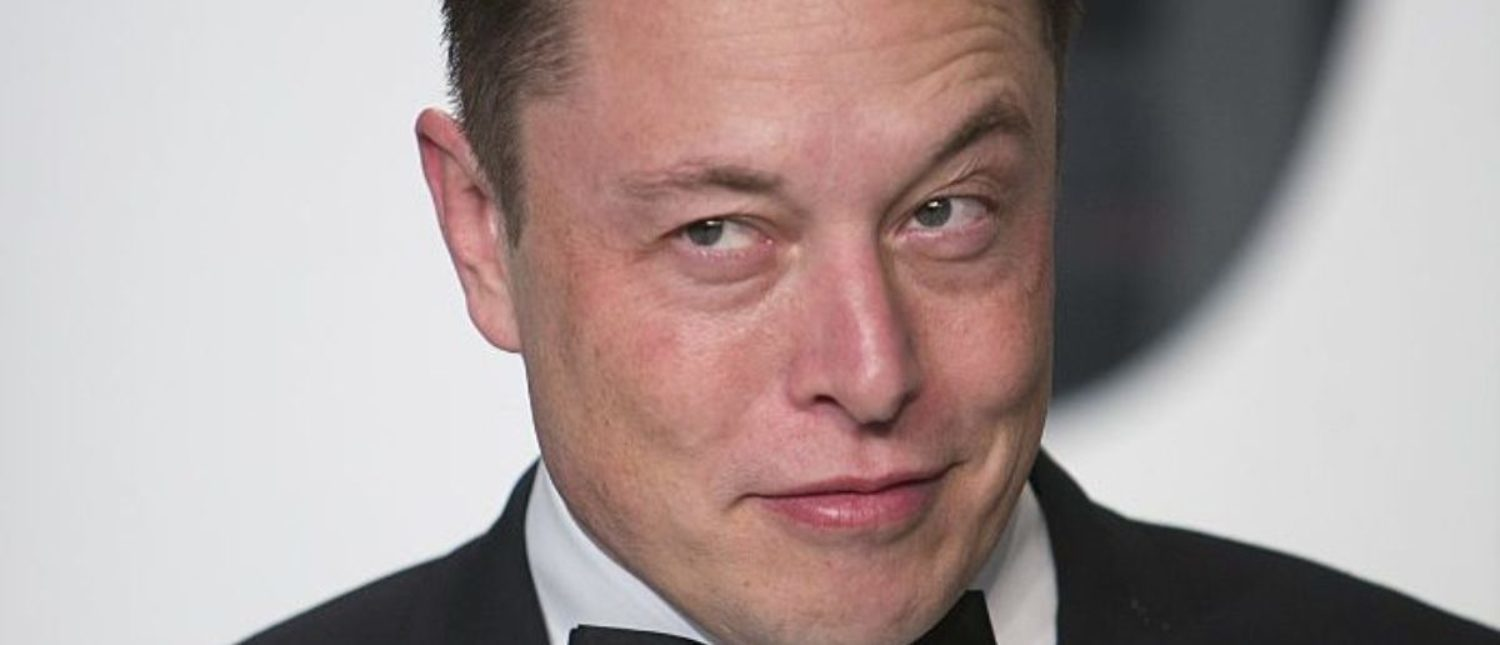 Elon Musk arrives for the 2015 Vanity Fair Oscar Party on February 22, 2015 in Beverly Hills, California. AFP PHOTO/ADRIAN SANCHEZ-GONZALEZ (Photo credit should read ADRIAN SANCHEZ-GONZALEZ/AFP/Getty Images)