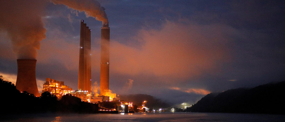 FILE PHOTO: The Dayton Power & Light J.M. Stuart Station, a coal fired power plant and according to news reports, due to be shut down in 2018, lights up the early morning sky on the banks of the Ohio River in Aberdeen, Ohio, U.S., September 13, 2017.   REUTERS/Brian Snyder