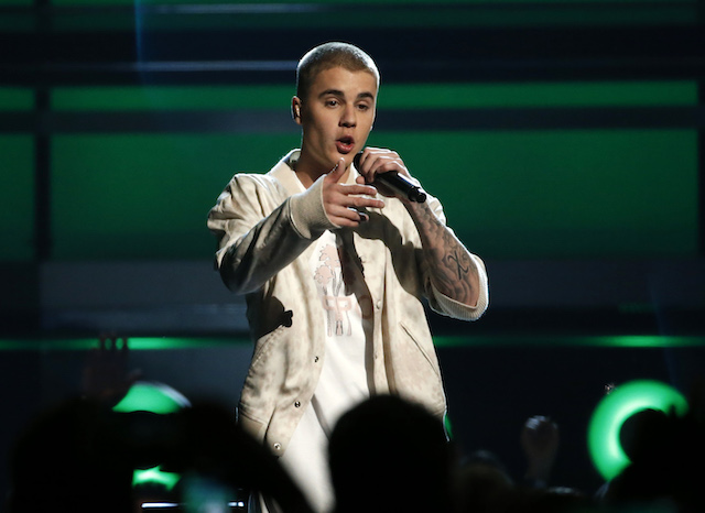 Justin Bieber performs a medley of songs at the 2016 Billboard Awards in Las Vegas, Nevada, U.S., May 22, 2016. REUTERS/Mario Anzuoni - HT1EC5N039H6W