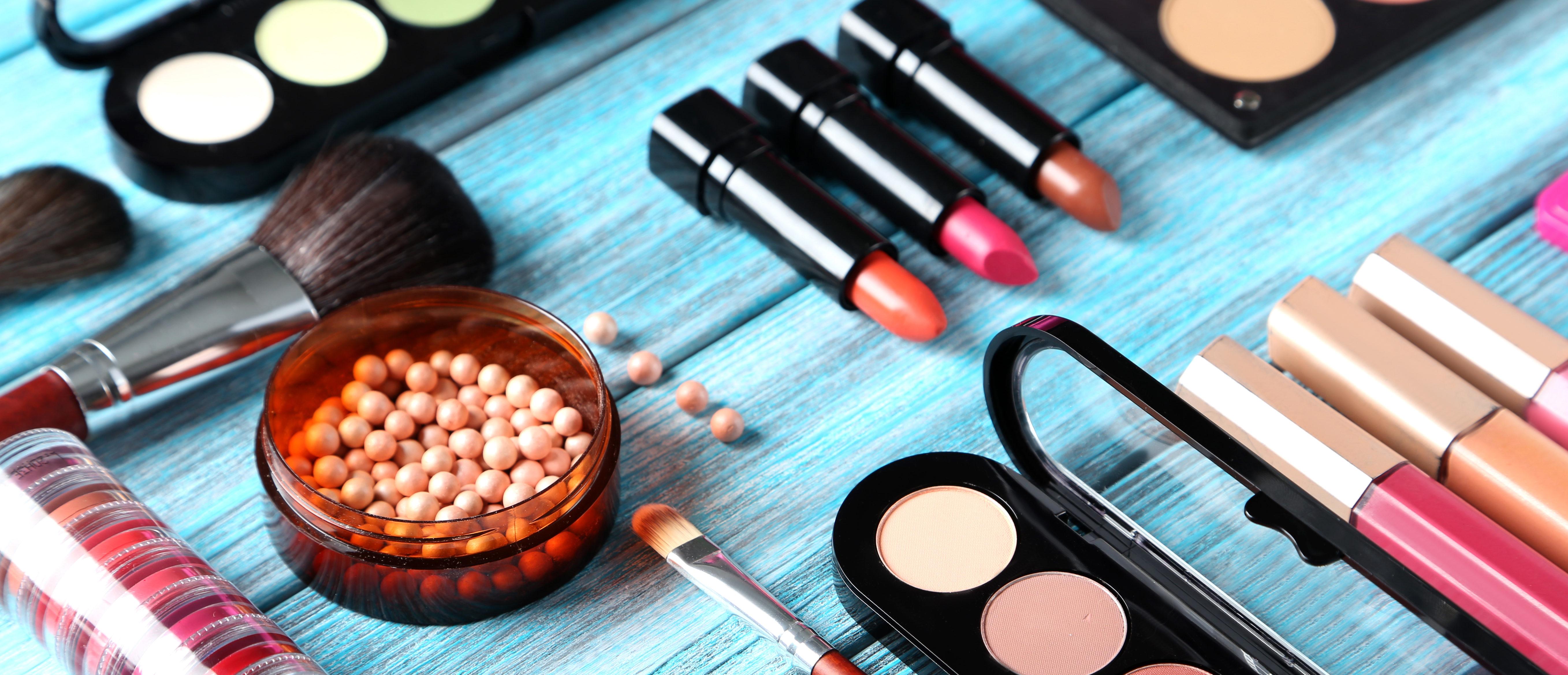 Make-up tools (Shutterstock/5 Second Studio)
