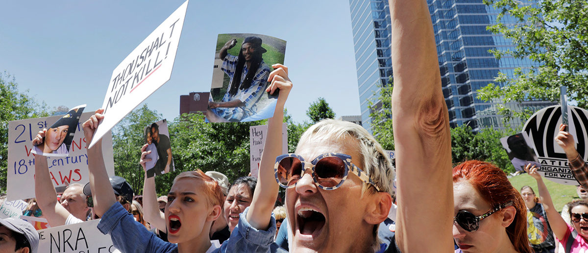 Gun control demonstrators protest outside of the annual National Rifle Association (NRA) convention in Dallas, Texas, U.S., May 5, 2018. REUTERS/Lucas Jackson - RC1B4296B400