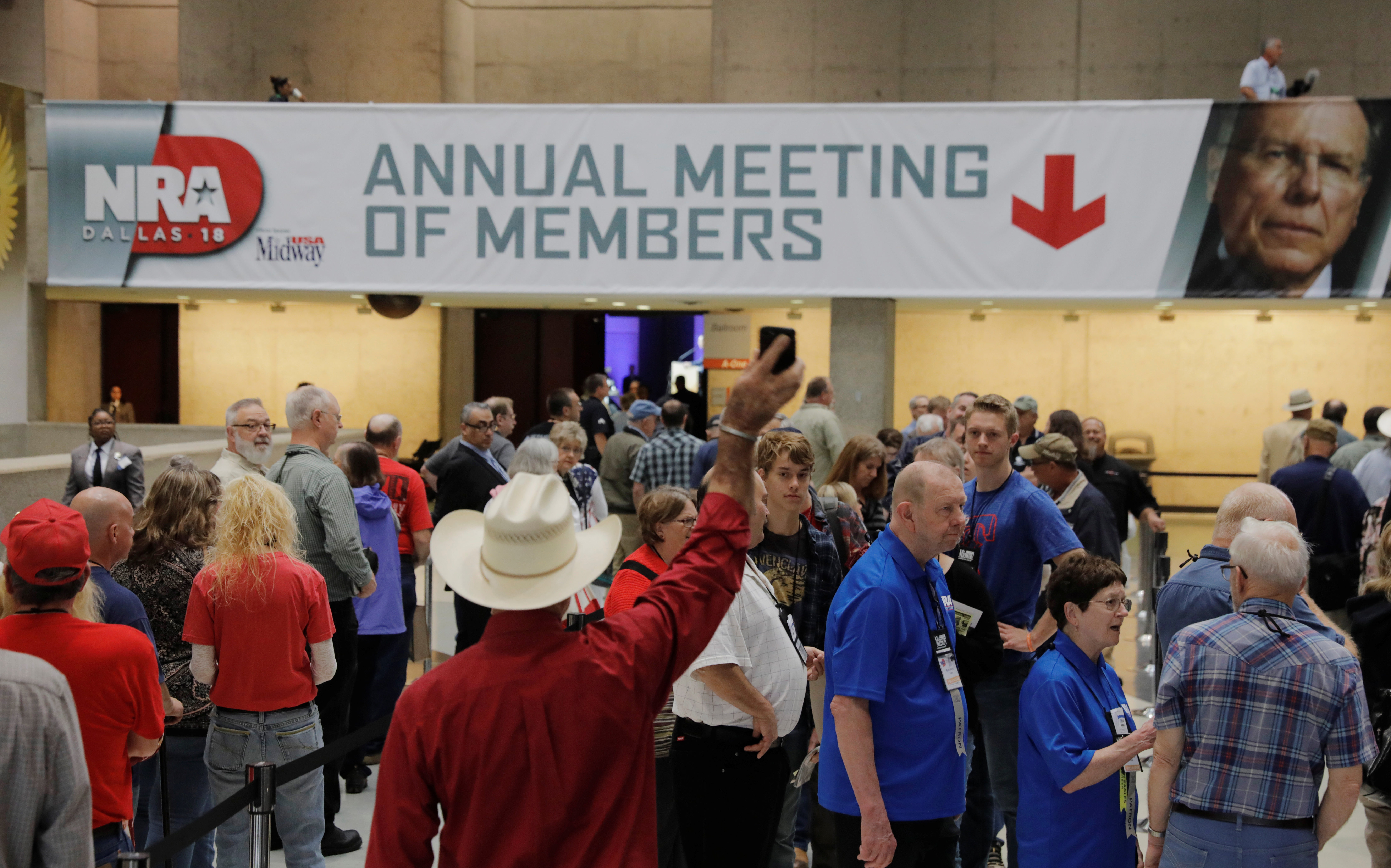 Attendees wait to enter the convention hall where the National Rifle Association (NRA) will hold its annual meeting in Dallas, Texas, U.S., May 4, 2018. REUTERS/Lucas Jackson - RC17F205C5A0
