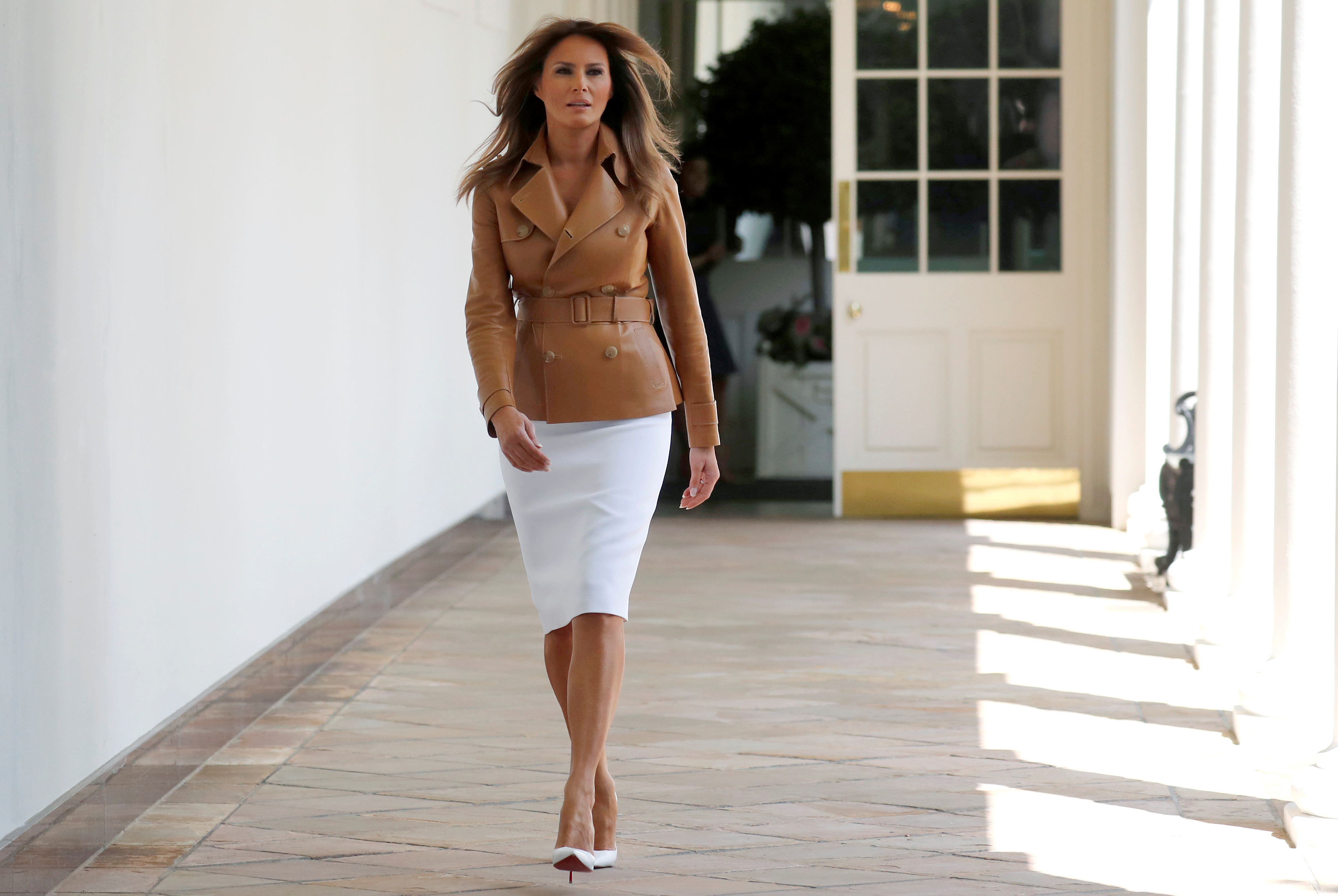 "U.S. first lady Melania Trump walks down the White House colonnade as she arrives for the launch of her ""Be Best"" initiative in the Rose Garden at the White House in Washington, U.S., May 7, 2018. REUTERS/Leah Millis - RC17EFC30A10"