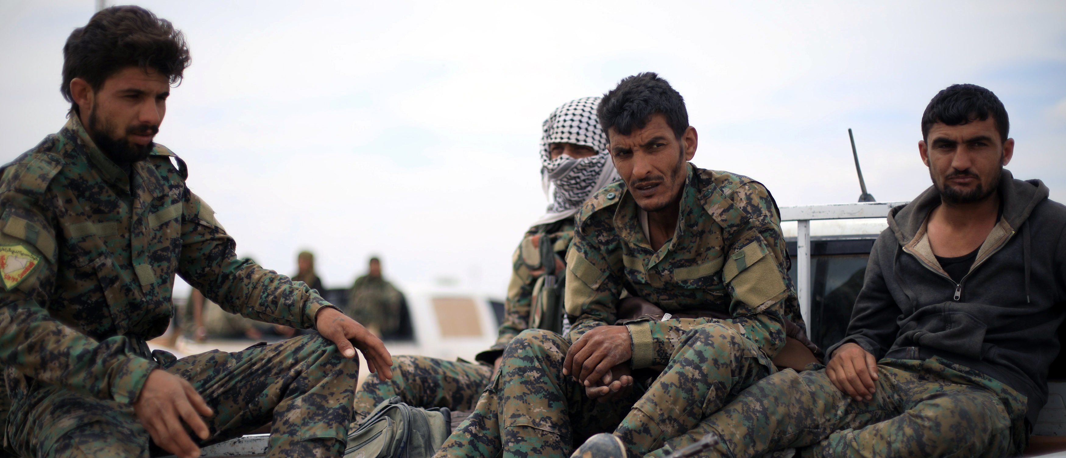 Fighters of Syrian Democratic Forces (SDF) sit at the back of a truck in Deir al-Zor, Syria May 1, 2018. REUTERS/Rodi Said - RC14EFFAE860