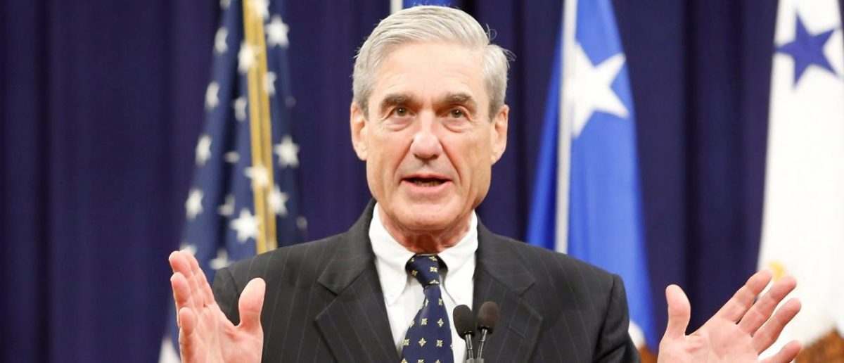 FILE PHOTO - Outgoing FBI Director Robert Mueller reacts to applause from the audience during his farewell ceremony at the Justice Department in Washington, DC, U.S. on August 1, 2013. REUTERS/Jonathan Ernst/File Photo | Mueller Lawyer Is Clinton Donor