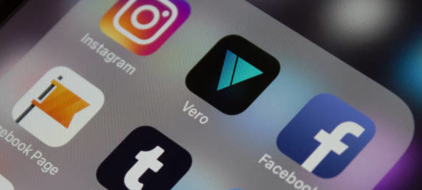 DUSSELDORF, GERMANY - FEBRUARY 27: In this photo illustration, a surge in new users cause technical difficulties for users of the VERO app on February 27, 2018 in Dusseldorf, Germany. Recent changes to Facebooks algorithm, controlling what users see on their newsfeeds, has caused many to sign-up for the app billed as the next Instagram. (Photo by Ant Palmer/Getty Images)