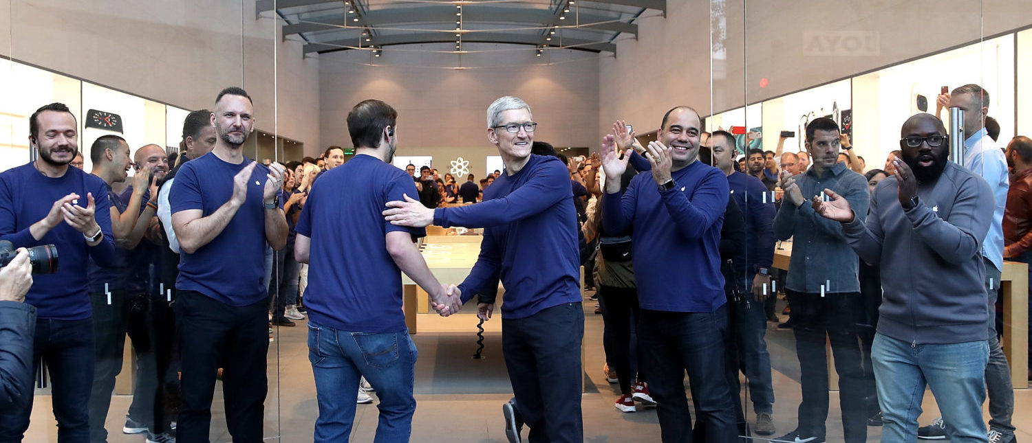 PALO ALTO, CA - NOVEMBER 03: Apple CEO Tim Cook greets customers as they prepare to purchase a new iPhone X at an Apple Store on November 3, 2017 in Palo Alto, California. The highly anticipated iPhone X went on sale around the world today. (Photo by Justin Sullivan/Getty Images)
