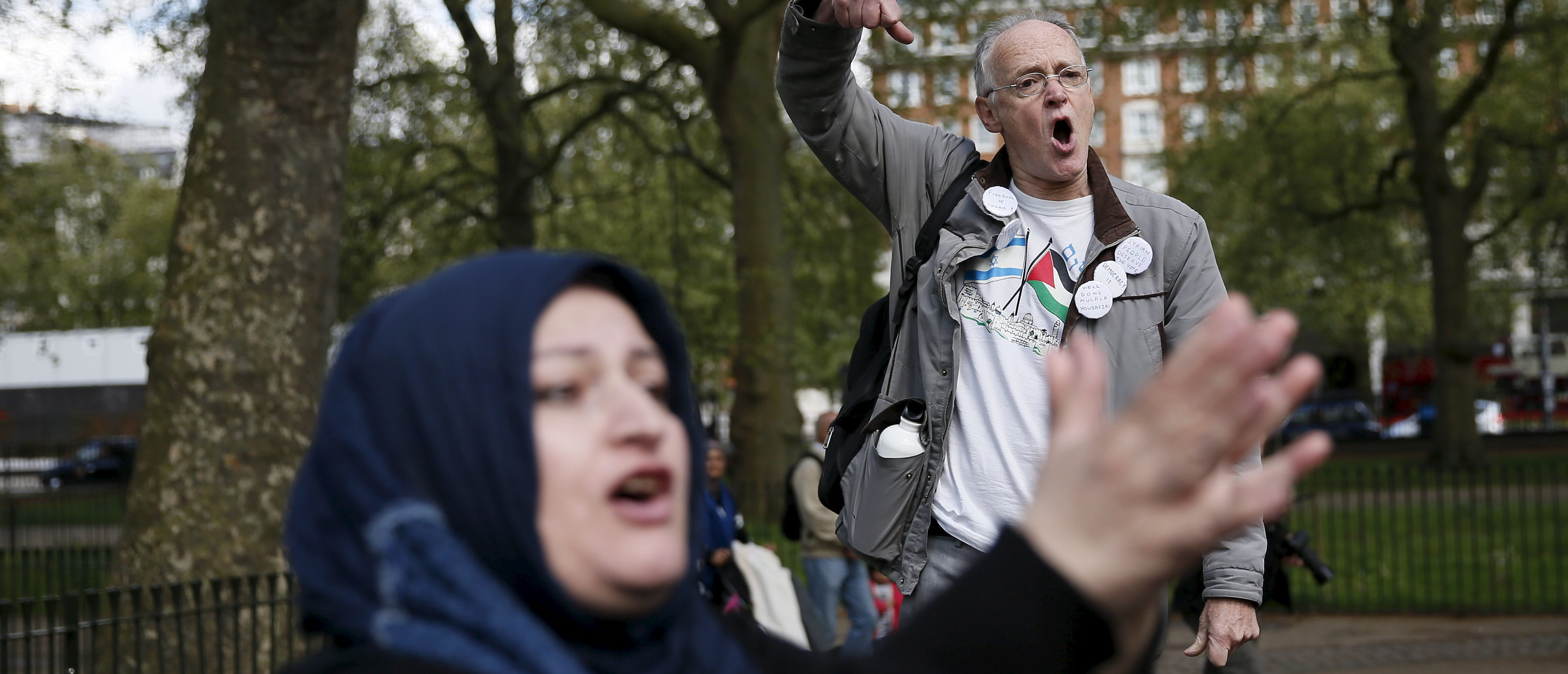 A speaker (back) addresses a crowd next to a heckler at Speakers' Corner in Hyde Park, London, Britain May 3, 2015. REUTERS/Stefan Wermuth