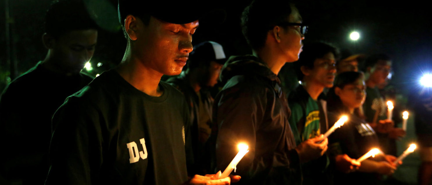 Football supporters from East Java hold a vigil for victims of the suicide bomb attacks in Surabaya at a city park in Jakarta, Indonesia, May 14, 2018. (Photo: REUTERS/Willy Kurniawan)