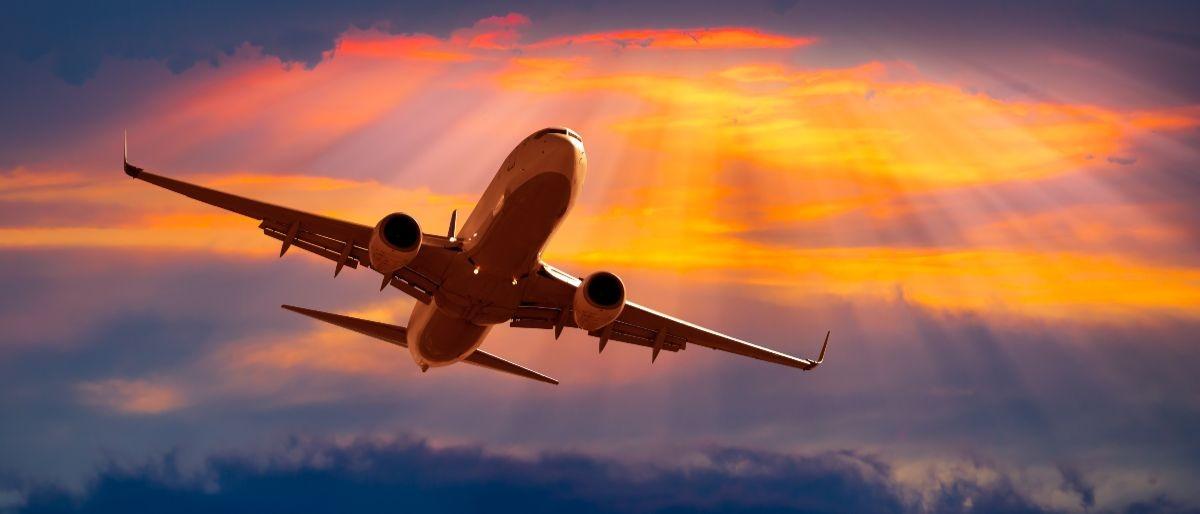 air travel Shutterstock/muratart