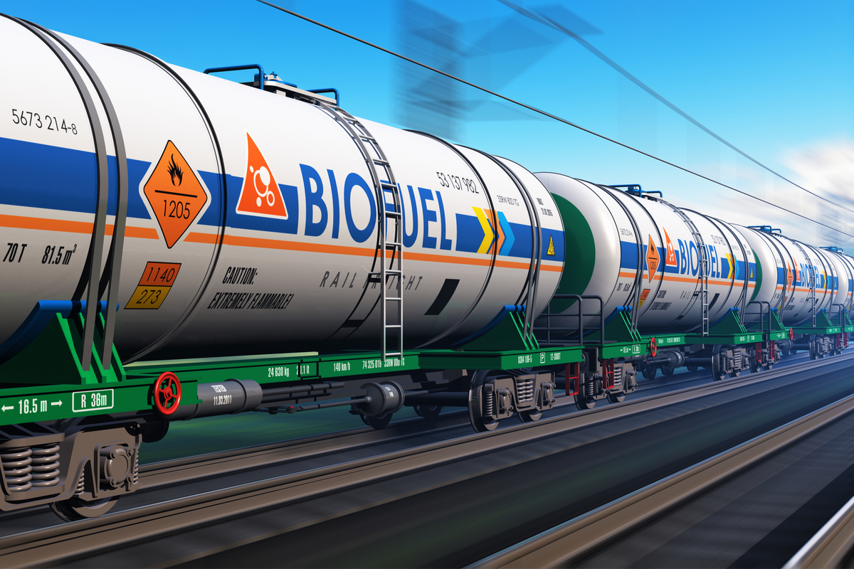 Train with cars loaded with biofuel. (Shutterstock/Scanrail1)