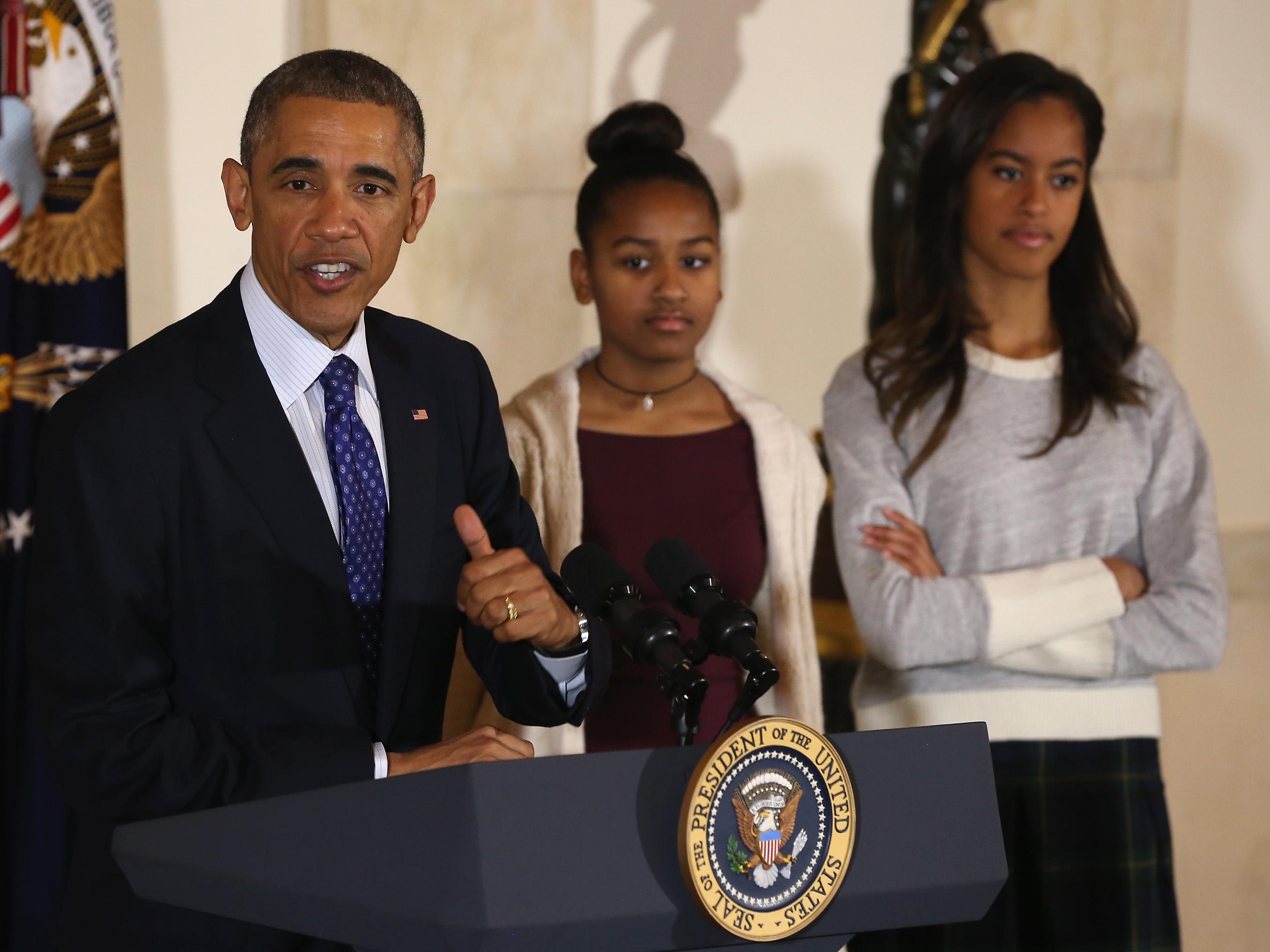 alli-bends-obama-teen-girl