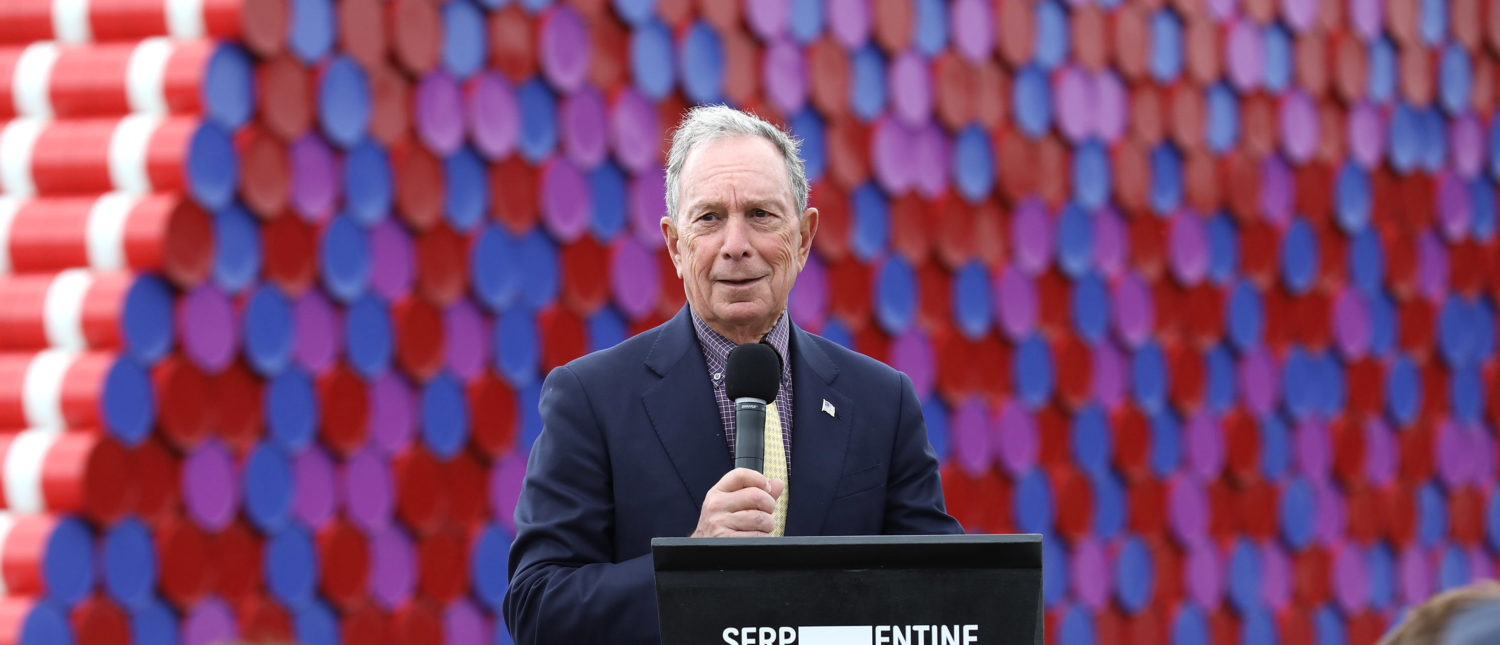 LONDON, ENGLAND - JUNE 18: Mike Bloomberg introduces Artist Christo as he unveils his first UK outdoor work, a 20m high installation on Serpentine Lake, with accompanying exhibition at The Serpentine Gallery on June 18, 2018 in London, England. (Photo by Tim P. Whitby/Tim P. Whitby/Getty Images for Serpentine Galleries)