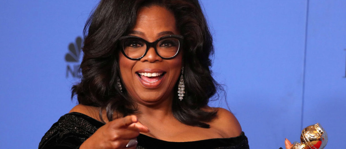 75th Golden Globe Awards Photo Room Beverly Hills, California, U.S., 07/01/2018 Oprah Winfrey poses backstage with her Cecil B. DeMille Award. REUTERS/Lucy Nicholson