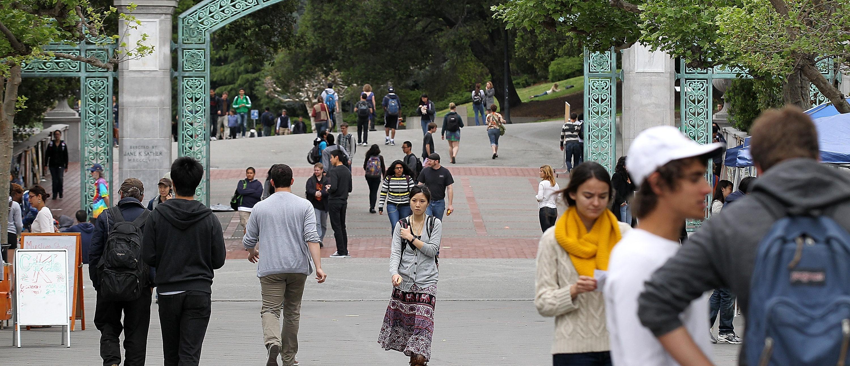 UC Berkeley students walk through campus (Getty, 06/13/18)