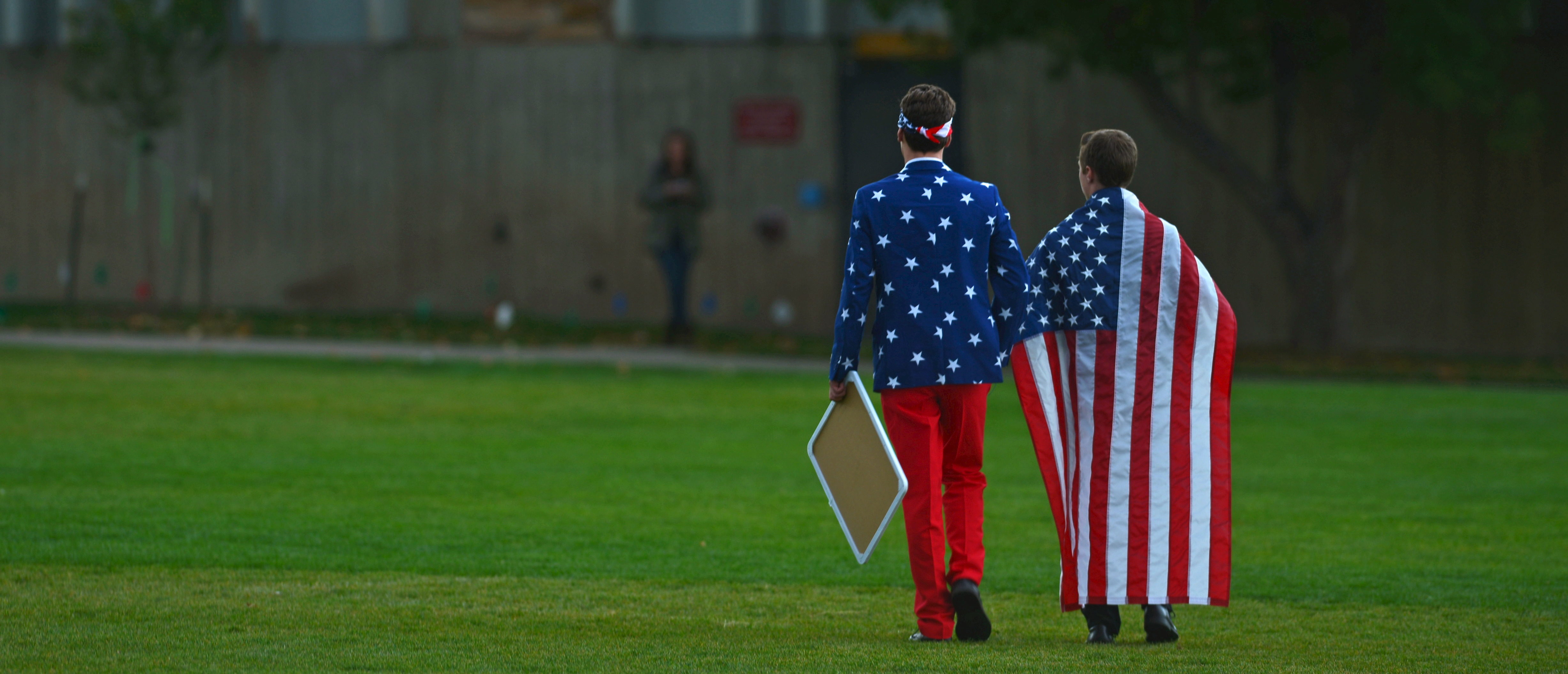 "People wear the American flag as students and protesters gather at the ""Free Speech Zone"" located at the University of Colorado's Business Field, while candidates gather across the street for a forum held by CNBC, before the U.S. Republican presidential candidates debate in Boulder, Colorado, October 28, 2015. REUTERS/Evan Semon TPX IMAGES OF THE DAY - GF20000037113"