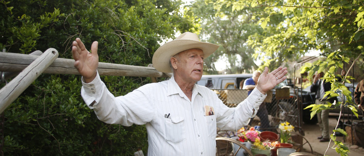 Rancher Cliven Bundy gestures at his home in Bunkerville, Nevada April 12, 2014. U.S. officials ended a stand-off with hundreds of armed protesters in the Nevada desert on Saturday, calling off the government's roundup of cattle it said were illegally grazing on federal land and giving about 300 animals back to rancher Bundy who owned them. (REUTERS/Jim Urquhart)