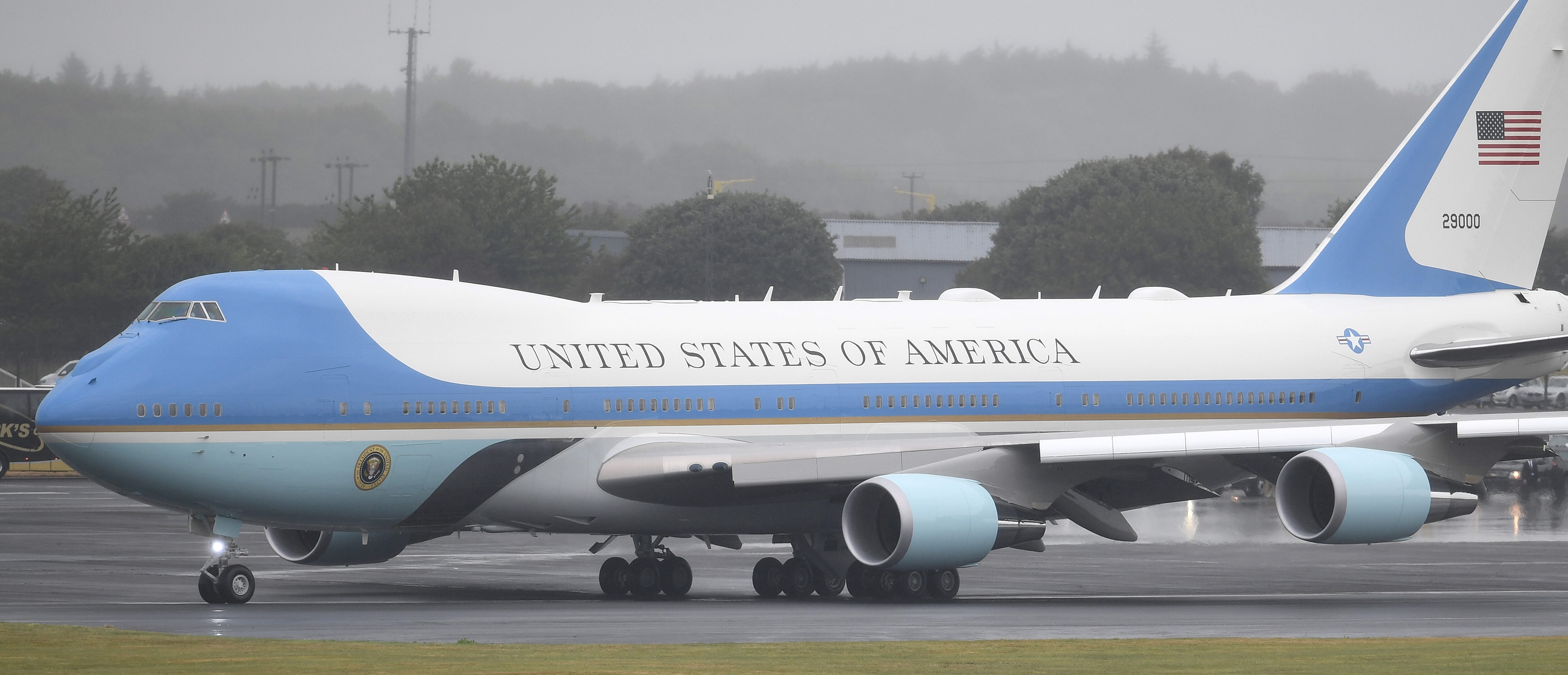 GLASGOW, SCOTLAND - JULY 15: U.S. President, Donald Trump and First Lady, Melania Trump depart from Glasgow Prestwick Airport aboard Air Force One, following the U.S. President's first official visit to the United Kingdom on July 15, 2018 in Glasgow, Scotland. The President of the United States and First Lady, Melania Trump depart from the UK, headed for Helsinki, Finland. Whilst in Helsinki, President Trump will hold a meeting with Russian President, Vladimir Putin. (Photo by Jeff J Mitchell/Getty Images)