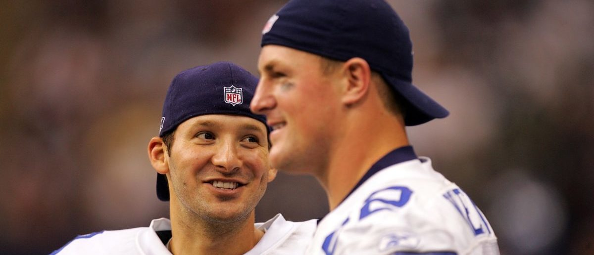 DALLAS - AUGUST 22: Quarterback Tony Romo #9 of the Dallas Cowboys with Jason Witten #82 during a preseason game against the Houston Texans at Texas Stadium on August 22, 2008 in Irving, Texas. (Photo by Ronald Martinez/Getty Images)