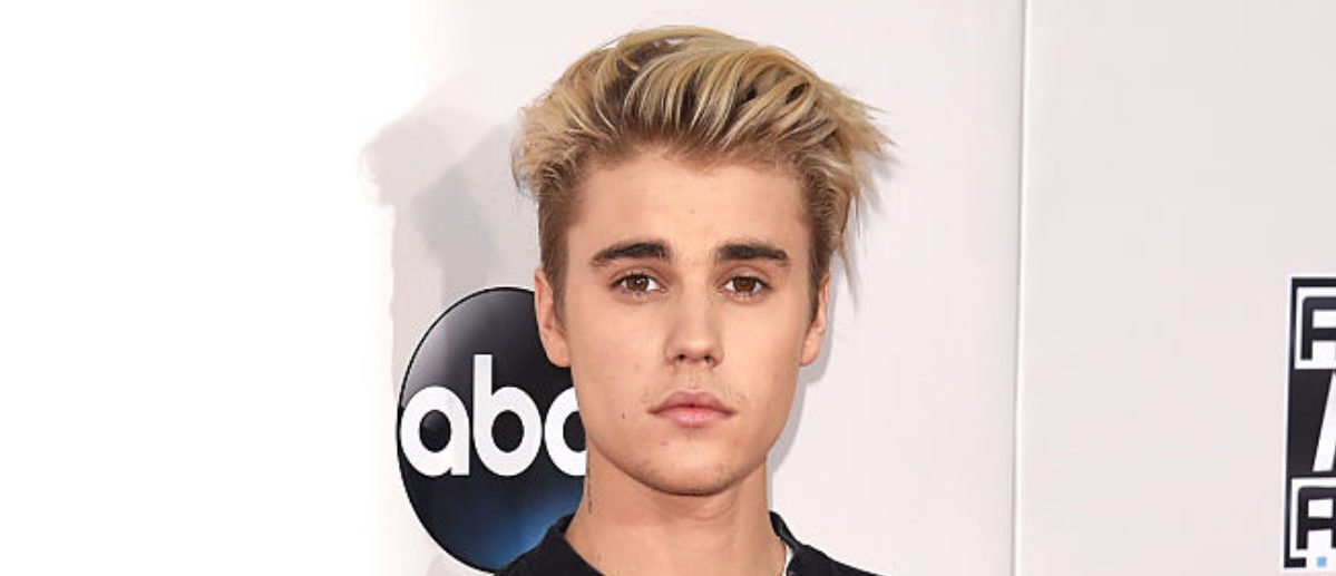 Recording artist Justin Bieber attends the 2015 American Music Awards at Microsoft Theater on November 22, 2015 in Los Angeles, California. (Photo by Jason Merritt/Getty Images)