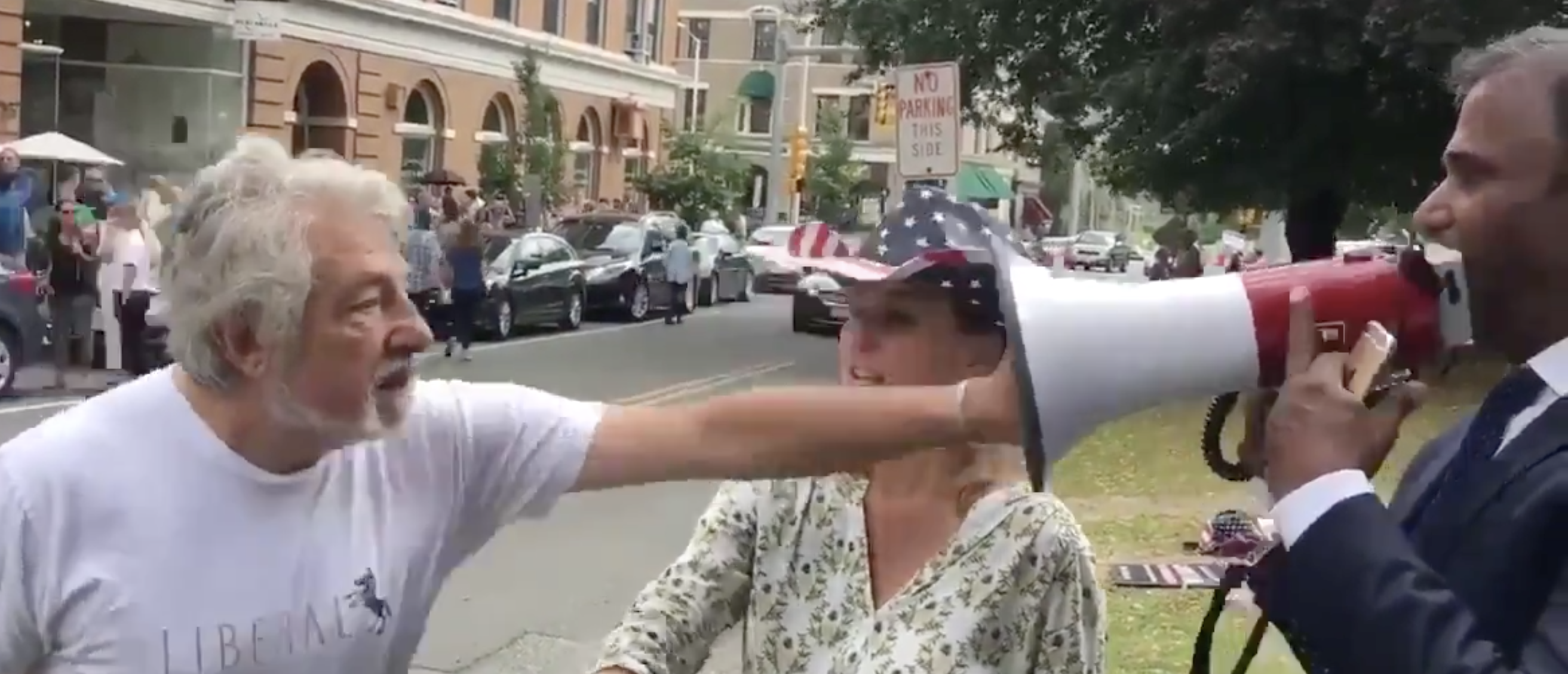 Elizabeth Warren Supporter Shoves Warren Challenger At Rally, Is Promptly Apprehended | The Daily Caller