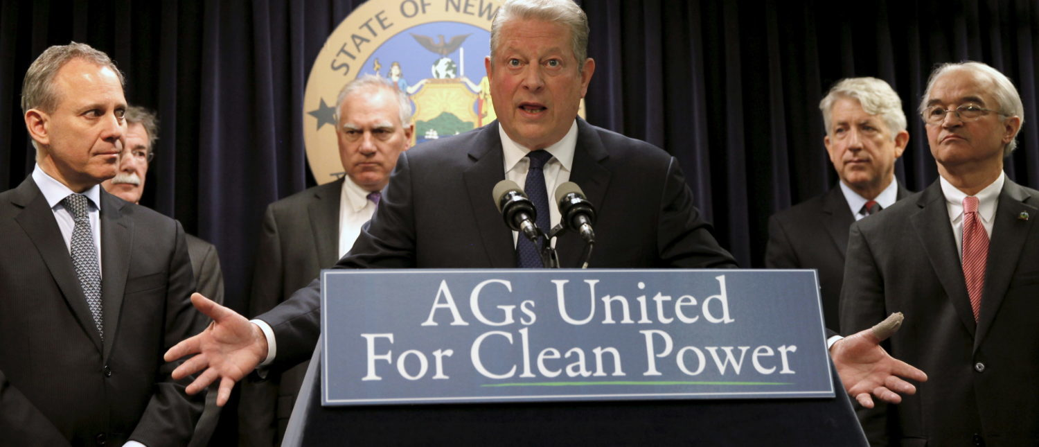 Former U.S. Vice President Al Gore (C) speaks at a news conference with New York Attorney General Eric Schneiderman (L), Vermont Attorney General William Sorrell (R) and other U.S. State Attorney's General to announce a state-based effort to combat climate change in the Manhattan borough of New York City, March 29, 2016. REUTERS/Mike Segar TPX IMAGES OF THE DAY - GF10000364389