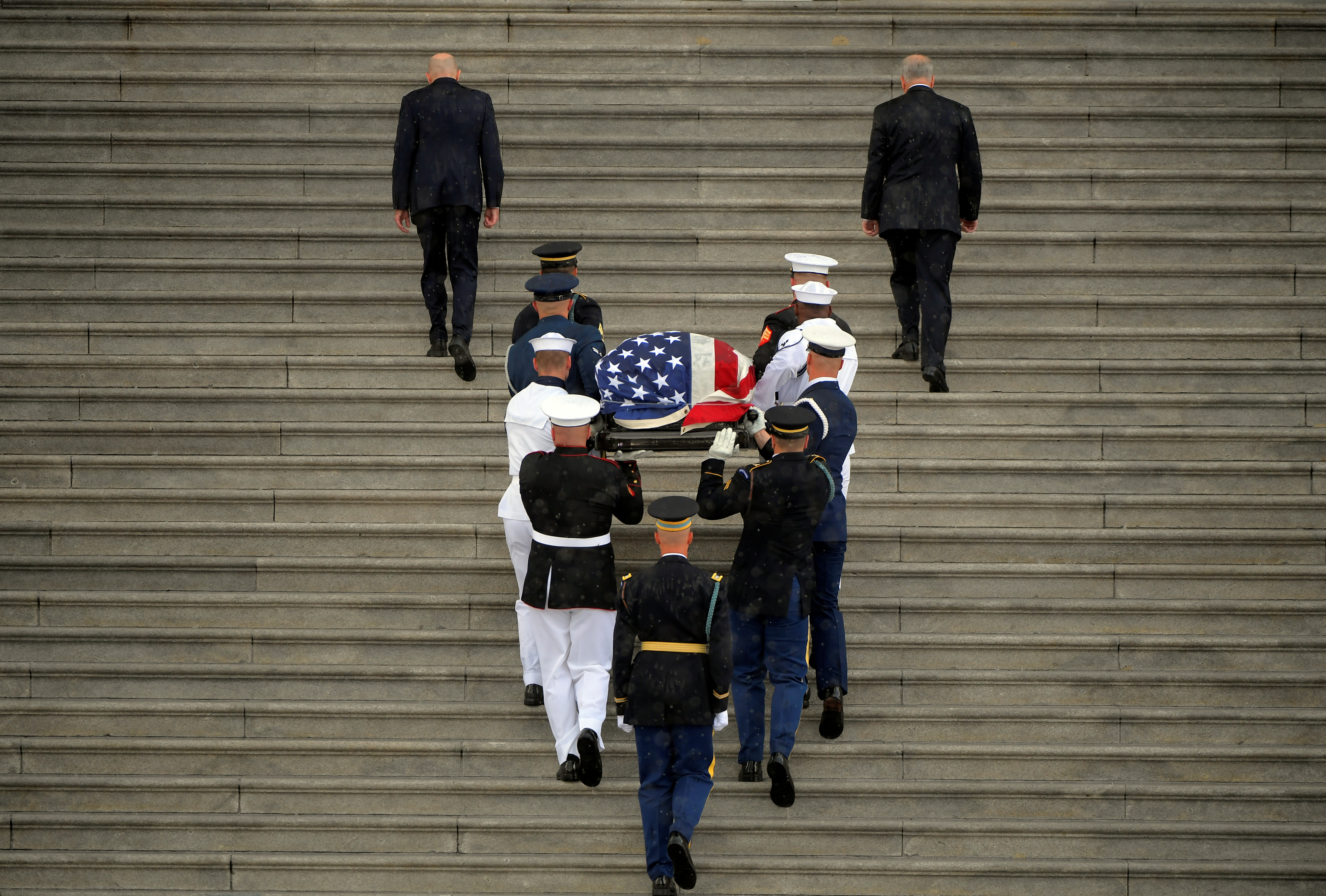 The casket of U.S. Senator John McCain is carried up the steps of the U.S. Capitol in Washington D.C., August 31, 2018. John McDonnell/Pool via REUTERS