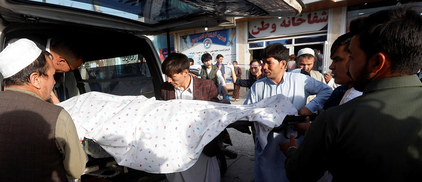 Afghan men carry a dead body of a victim inside an ambulance near the site of a suicide bomb blast in Kabul, Afghanistan August 15, 2018. REUTERS/Omar Sobhani