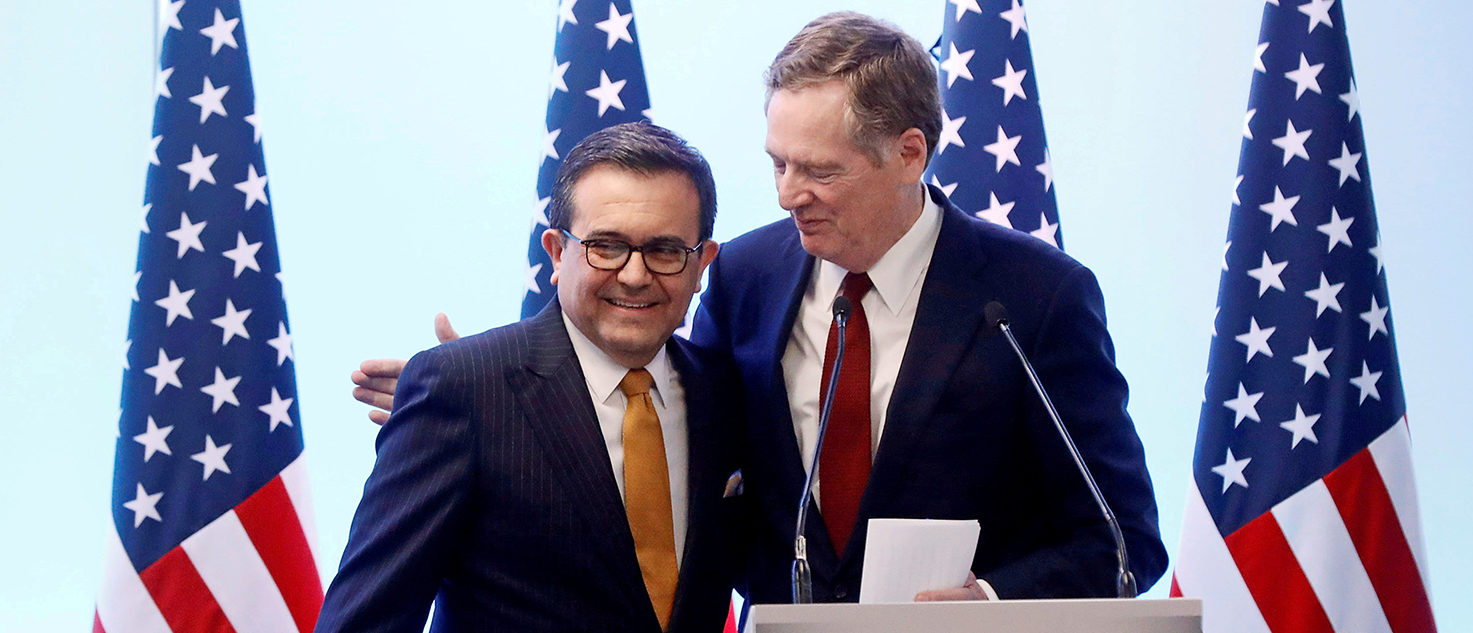 U.S. Trade Representative Robert Lighthizer embraces Mexican Economy Minister Ildefonso Guajardo during a joint news conference on the closing of the seventh round of NAFTA talks in Mexico City, Mexico March 5, 2018. REUTERS/Edgard Garrido/File Photo
