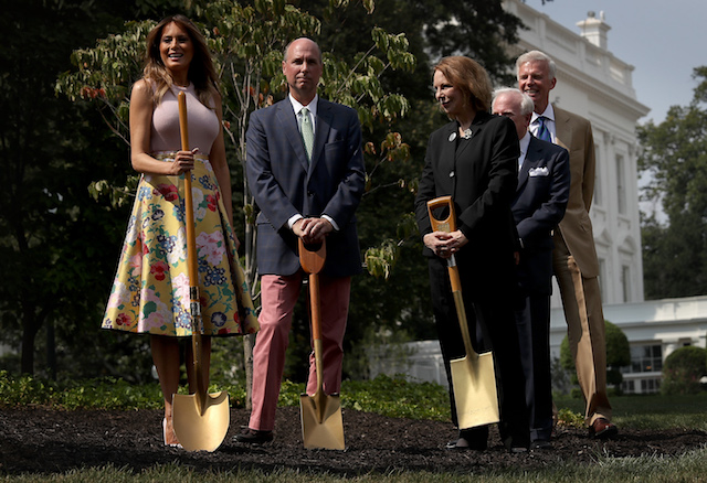 U.S. first lady Melania Trump (L) takes part in a tree planting ceremony on the south grounds of the White House August 27, 2018 in Washington, DC. The tree comes from the original Eisenhower Oak located near the Kennedy Garden that was excavated from the grounds earlier this year. Joining the first lady is Mary Jean Eisenhower (C), granddaughter of President Dwight Eisenhower and Richard Gatchell Jr. (2nd L), fifth generation grandson of President James Monroe. (Photo by Win McNamee/Getty Images)