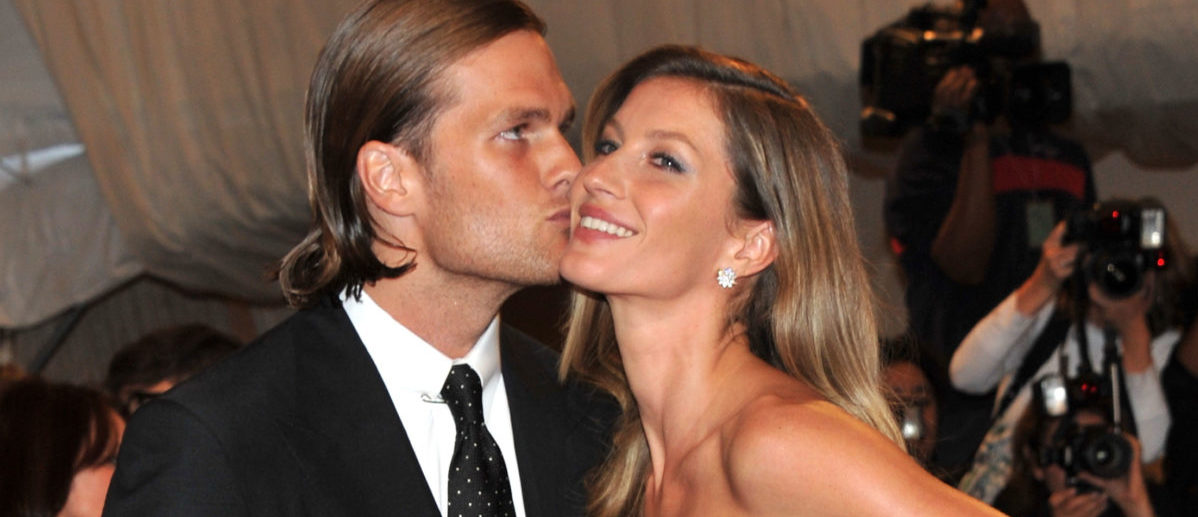 """NFL player Tom Brady of the New England Patriots and model Gisele attend the """"Alexander McQueen: Savage Beauty"""" Costume Institute Gala at The Metropolitan Museum of Art on May 2, 2011 in New York City. (Stephen Lovekin/Getty Images)"""