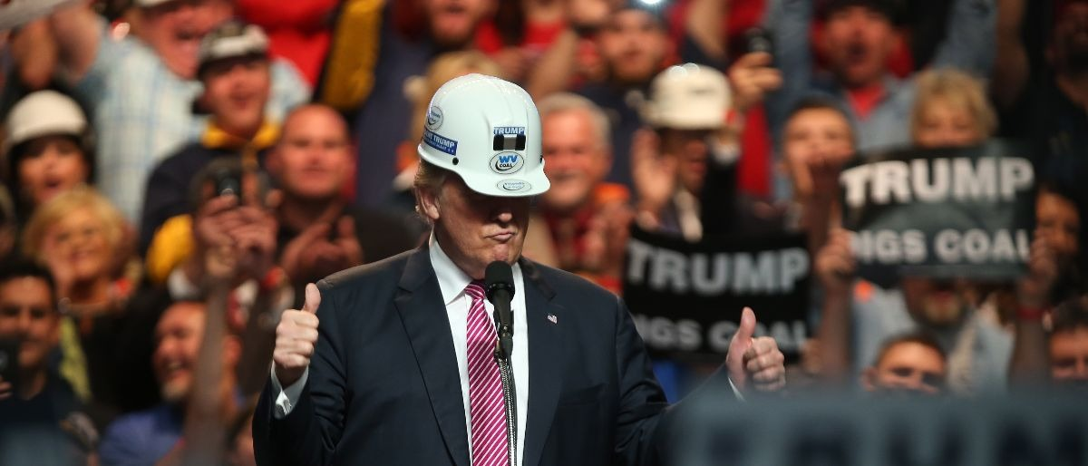 Trump hard hat Getty Images/Mark Lyons
