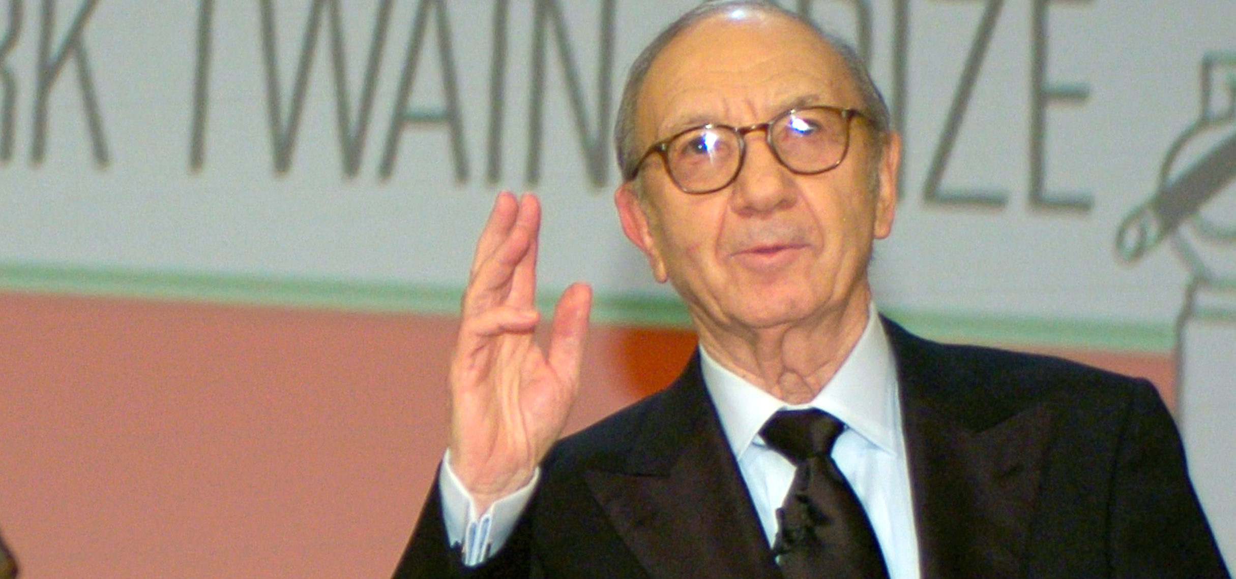FILE PHOTO: Playwright Neil Simon accepts the 2006 Mark Twain Prize at the Kennedy Center in Washington, October 15, 2006. REUTERS/Mike Theiler