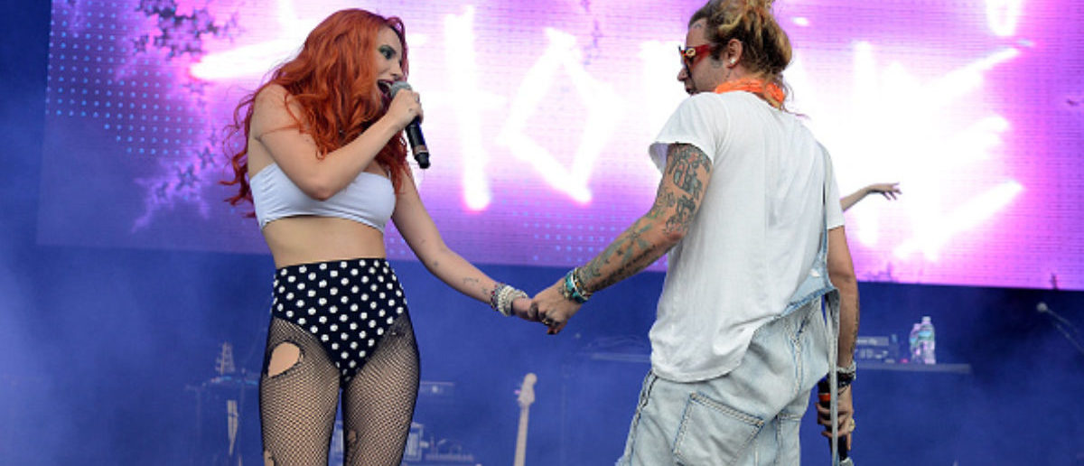 WANTAGH, NY - AUGUST 19: Bella Thorne, and Mod Sun perform onstage during Day 2 of Billboard Hot 100 Festival at Northwell Health at Jones Beach Theater on August 19, 2018 in Wantagh, New York. (Photo by Zachary Mazur/WireImage)