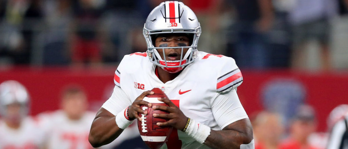 ARLINGTON, TX - SEPTEMBER 15: Dwayne Haskins #7 of the Ohio State Buckeyes looks for an open receiver against the TCU Horned Frogs in the third quarter during The AdvoCare Showdown at AT&T Stadium on September 15, 2018 in Arlington, Texas. (Photo by Tom Pennington/Getty Images)