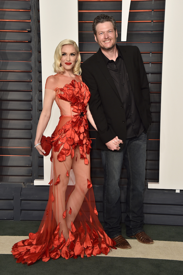 Recording artists Gwen Stefani (L) and Blake Shelton attend the 2016 Vanity Fair Oscar Party Hosted By Graydon Carter at the Wallis Annenberg Center for the Performing Arts on February 28, 2016 in Beverly Hills, California. (Photo by Pascal Le Segretain/Getty Images)