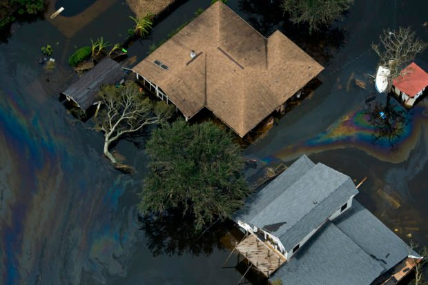 Houses are surrounded by floodwaters of Hurricane Ike in Bridge City, Texas, September 14, 2008. REUTERS/Smiley N. Pool/Pool