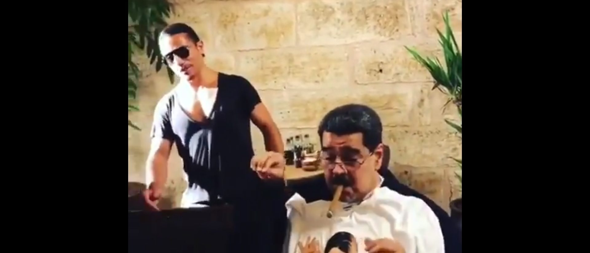 Maduro Dines At Nusr-et Steakhouse in Istanbul (Source: Screenshot/Twitter)