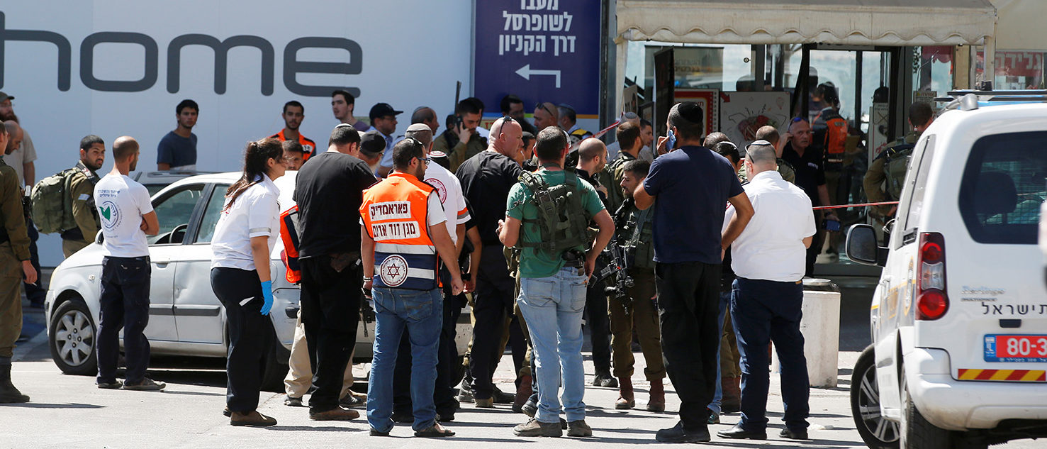 Israeli security personnel and medics work at the scene of a stabbing attack near a mall in the Gush Etzion Junction in the occupied West Bank, September 16, 2018. REUTERS/Ronen Zvulun