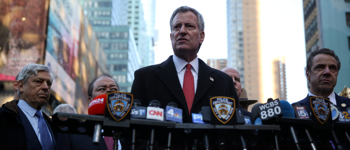 New York City Mayor, Bill de Blasio, speaks to the press near the Port Authority Bus Terminal after reports of an explosion in Manhattan, New York, U.S., December 11, 2017. REUTERS/Amr Alfiky - RC19D89592E0